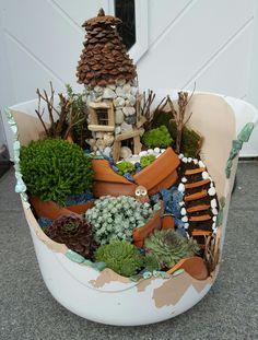 Fairy Garden Small Garden Fairies, Fairy Garden Plants, Mini Fairy Garden, Fairy Garden Houses, Garden Terrarium, Gnome Garden, Garden Boxes, Broken Pot Garden, Fairy Crafts