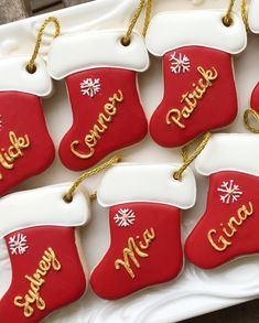 pretty christmas cookies Weihnachtspltzchen 100 Christmas Cookies Decorations That Are Almost Too Pretty To Be Eaten - Hike n Dip Christmas Stocking Cookies, Cute Christmas Desserts, Christmas Sugar Cookies, Noel Christmas, Holiday Cookies, Christmas Baking, Decorated Christmas Cookies, Decoration Patisserie, Sugar Cookie Royal Icing