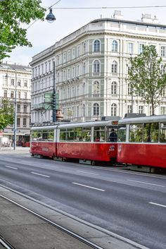 Have only one day in Vienna and aren't sure how to make the most of it? Let our relaxed Vienna solo travel guide lead you to the best of this historic city! Solo Travel, Time Travel, Vienna State Opera, Continental Europe, London Transport, Vienna Austria, Best Places To Eat, Eurotrip, History Museum