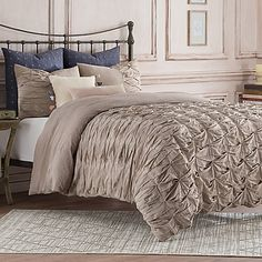 Add a touch of elegance to your bedroom with the beautiful Anthology Kendall Duvet Cover. Embellished with gorgeous pleat details to give your bed depth and character, the lovely bedding is an exquisite addition to any room's décor.