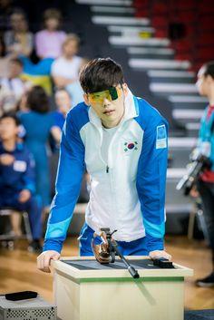 Lee Jong Suk - W Two Worlds Still cuts