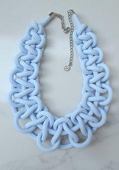 Halvány kék gallér nyaklánc…