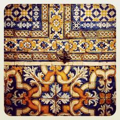 Intruso #art#architecture #arquitetura #arquitectura #azul #azulejos #azulejoportugues #amantesdeazulejo #design #detail #detalhes #detalles #desenho #igers #intruso #tile #walltiles #tileaddiction #lx #lisboa #lisbon #ocd #toc#instatoc #portugal #portugaldenorteasul #portugalcomefeitos #portuguesetiles # by ricardojfoto