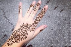 Simple Arabic Mehndi Designs For Hands For Beginners - Flower & Paisley