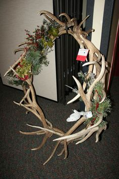 Shell elk antler wreath. Photo by Dawn Ballou, Pinedale Online.