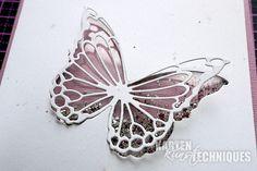 Die Schüttelkarten-Technik ist ein Klassiker, der hier mit modernen Stanzschablonen neu interpretiert wird. Ihr braucht: eine schöne Stanzschablone mit filigranen Zwischenlinien (hier ein Schmetterling ausdem Memory Box-Set Morning Garden Butterflies) [...]