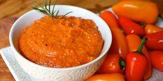 Este hummus con notas de ajo y pimientos rojos asados es exquisito, puedes prepararlo en pocos minutos y no requiere cocción.