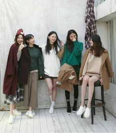The outfit on the far right Fashion Group, Girl Fashion, Fashion Outfits, Womens Fashion, Mode Ulzzang, Ulzzang Girl, Korea Fashion, Asian Fashion, Ullzang Boys