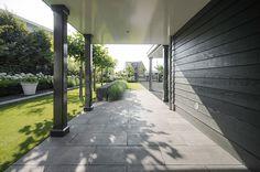 Garden Living, Home And Garden, Backyard, Patio, Outdoor Rooms, Sidewalk, House Styles, Inspiration, Garage