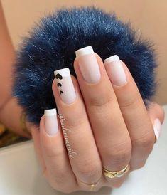 A imagem pode conter: uma ou mais pessoas e close-up Nail Manicure, Gel Nails, Manicures, Classy Nails, Stylish Nails, Subtle Nails, Luxury Nails, Minimalist Nails, Pretty Nail Art