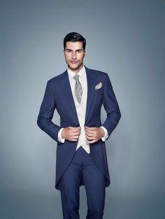 Coucou les filles et LES GARÇONS !!! :D Aidez-moi à trouver le plus beau costume : 1 2 3 4 5 6 7 8 9 10 11 Retrouvez aussi : Les gâteaux : https://www.mariages.net/forum/miroir-miroir-dis-moi-quel-gateau-est-le-plus-beau--t95171 Les maquillages :