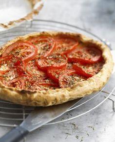 """J'aime beaucoup la cuisine et la présentation de table. Photo de """"Tarte légère thon et tomates"""" dans ELLE à table 'http://www.elle.fr/Elle-a-Table/Recettes-de-cuisine/Tarte-legere-thon-et-tomates-2074990)"""