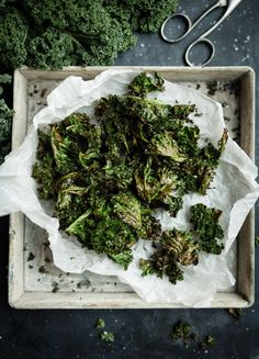 gronkalschips recept tips nyttigt snacks 0D1A0107 Raw Food Recipes, New Recipes, Vegetarian Recipes, Healthy Recipes, Vegan Food, Cooking Recipes, Heathy Treats, Healthy Sweets, Going Vegan