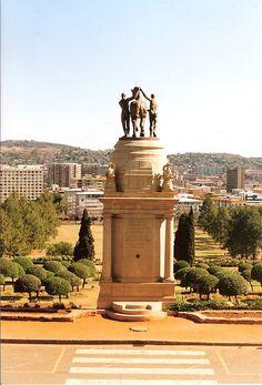 First World War memorial in the Union Buildings garden - Pretoria - South Africa. Pretoria, Jacob Zuma, Travel Around The World, Around The Worlds, Places To Go, Places To Travel, Travel Stuff, Namibia, Out Of Africa