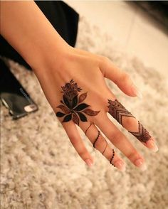 Simple and Easy Henna Images Gallery - 600 Simple and Easy Cute Henna Pictures Gallery on Hand for Beginner. New best henna design with cute design gallery Henna Hand Designs, Mehndi Designs Finger, Henna Tattoo Designs Simple, Simple Arabic Mehndi Designs, Mehndi Design Pictures, Modern Mehndi Designs, Mehndi Designs For Girls, Mehndi Designs For Beginners, Beautiful Henna Designs