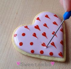 60 Heart Shaped Valentine's Day Cookies that'll get you to go Ooh LaLa - Hike n Dip Valentine's Day Cookies Royal icing recipe, royal icing ideas, royal icing cookies, cookie recipes, cookie decoratio Cookies Cupcake, Valentine's Day Sugar Cookies, Sugar Cookie Royal Icing, Fancy Cookies, Cookie Icing, Iced Cookies, Cute Cookies, Cookies Et Biscuits, Heart Cookies