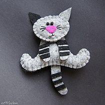 This is so cute Kiciuś - filc,lekki,kot,prezent Felt Christmas Ornaments, Christmas Crafts, Fabric Crafts, Sewing Crafts, Craft Projects, Sewing Projects, Felt Projects, Felt Decorations, Felt Cat