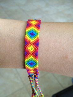Added by elblair Friendship bracelet pattern | repinned by www.drukwerkdeal.nl