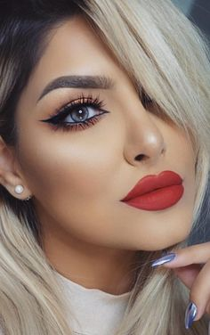 Ombre hair and matte red lips Beauty Make-up, Beauty Hacks, Hair Beauty, Fashion Beauty, Matte Red Lips, Eye Makeup, Hair Makeup, Red Lips Makeup Look, New Years Eve Makeup