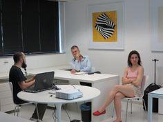 Está acontecendo aqui no Instituto De Arte Contemporânea a leitura de portfólios com o curador Ricardo Resende. Os alunos de 6º e 7º semestres que cursam Artes Visuais no Centro Universitário Belas Artes de São Paulo tiveram a oportunidade de se inscrever na semana passada para esse encontro de hoje.