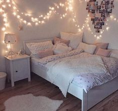 Creative ways Fairy lights bedroom ideas teen room decor - Schlafzimmer Ideen Color Photos Youngsters require their very own space in their room. The bed is Cute Bedroom Ideas, Girl Bedroom Designs, Room Ideas Bedroom, Bedroom Colors, Bedroom Ideas For Small Rooms For Teens For Girls, Teen Room Colors, Cool Teen Rooms, Teen Bedroom Furniture, Teen Room Designs