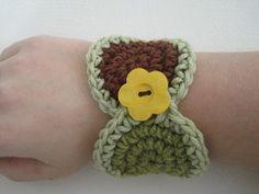 Fun Circles Wrist Cuff - Crochet Patterns, Tutorials and News