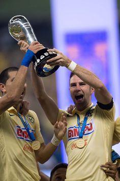 Miguel Layun de America Festeja el campeonato