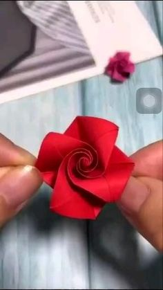 Cool Paper Crafts, Paper Flowers Craft, Paper Crafts Origami, Diy Paper, Flower Paper, Origami Lotus Flower, Origami Paper Art, Paper Roses, Wood Crafts
