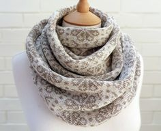 knit frekkles | vintage white and oatmeal fairisle scarf.   Would be good in a double knit too.