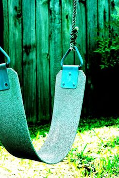 We had one of this style of swings at our elementary school and i spent many a recess swinging happily. Blue..love it...
