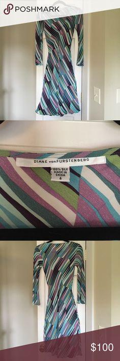 Beautiful Diane Von Furstenberg 100% Silk Dress Size 6 form-fitting 100% Silk Dress with V Neck and flared sleeves Diane Von Furstenberg Dresses Midi