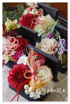 和風リングピロー 和のリングピロー 和装婚 Mother's Day Bouquet, Wedding Reception Flowers, Japanese Flowers, How To Preserve Flowers, Botanical Flowers, Arte Floral, Flower Boxes, Handmade Flowers, Ikebana