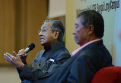 Dr Mahathir tidak percaya 3 juta ahli Umno sokong Najib - http://malaysianreview.com/138329/dr-mahathir-tidak-percaya-3-juta-ahli-umno-sokong-najib/