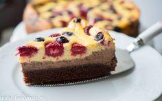 Tort Cheesecake Nu iti trebuie nici un motiv de sarbatoare sa preagatesti acest tort , pur si simplu e grozav de gustos. In plus se face repede, puteti adauga diverse fructe, atat proaspete cat si congelate.