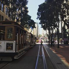 Enjoying the visions of #SFO #cablecar #vacationretreat by eyelashesbyliza