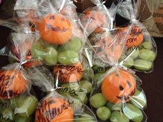 Healthy Halloween goodie bags!   Giant green grapes and cutie oranges with pumpkin faces!
