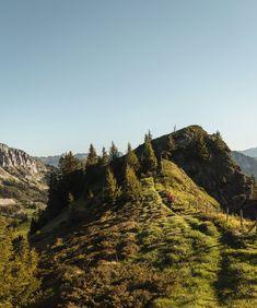 Da wir diesen Sommer voraussichtlich in der Schweiz verbringen, haben wir es uns zur Aufgabe gemacht, unser Heimatland genau so zu entdecken, wie wir es auch auf Reisen im Ausland tun würden.☀️ All die Touristen, die sonst immer hier ihre Ferien verbringen, geben schliesslich genau dafür (wirklich) einen Haufen Geld aus!😳💸 Und wir haben das Glück, die Alpen direkt vor der Haustür zu haben😍  Wie ihr in unseren Stories mitbekommen habt, waren wir schon die letzten Tage in den Bergen… Bergen, Mountains, Nature, Travel, Instagram, Alps, Beautiful Places, Switzerland, Money