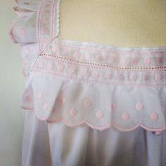Detalle Camison  modelo Loida Night Suit, Night Gown, Baby Blanket Crochet, Crochet Baby, Cotton Nighties, Smocking Patterns, Girls White Dress, Nighty Night, Christening Gowns