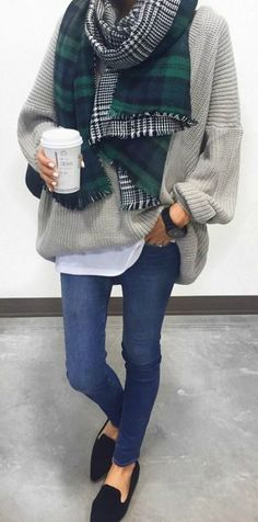 This comfy sweater and scarf combo is perfect for traveling in the fall/winter…
