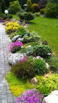 cheap and easy landscaping ideas for a beautiful backyard and front yard.these cheap and easy landscaping ideas for a beautiful backyard and front yard. Front Yard Walkway, Front Yard Landscaping, Garden Borders, Garden Paths, Landscaping Tips, Landscaping Borders, Acreage Landscaping, Landscaping With Boulders, Inexpensive Landscaping