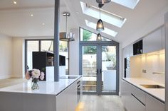 Complete renovation of semi detached house London - contemporary - Kitchen - London - STUDIO TO Kitchen Diner Extension, House, House Extensions, Kitchen Design Pictures, Contemporary Kitchen, Kitchen Fittings, Storey Homes, Loft Interior Design, Kitchen Design
