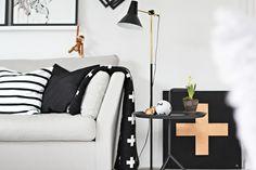 Via Stylizimo | Hay Side Table | Pia Wallen Blanket | Kay Bojesen Monkey | Black & White, Scandinavian, Nordic