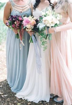 Mismatch bridesmaid dresses #ClippedOnIssuu from @MagnoliaRouge Issue 7