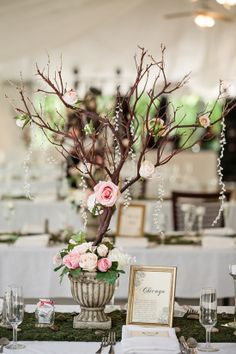 Branch centerpieces are so unique yet gorgeous! #weddings #weddingdecor