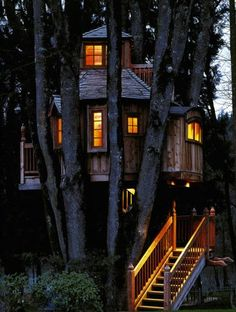 I always wanted a tree house, but my dad never built one. So my brother & I just played in the three trees in our backyard. We imagined they were so many different things. Way better then any tree house. Beautiful Tree Houses, Cool Tree Houses, Beautiful Homes, Beautiful Places, Amazing Tree House, Small Houses, Future House, My House, Full House