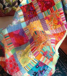 Big print blocks, striped sashing, solid setting squares = love Kaffe Fassett, oh yes! Scrappy Quilts, Easy Quilts, Quilt Modernen, Colorful Quilts, Contemporary Quilts, Square Quilt, Quilt Making, Quilting Designs, Quilt Patterns
