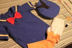 I mentioned in the main costume post  that I couldn't find a tutorial for a Donald Duck hat, and the offerings available for sale just weren...