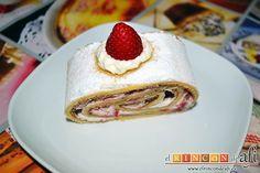 Swiss roll filled with cream and strawberry - Brazo gitano relleno de nata y fresa