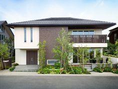Custom Built Homes Mediterranean House Plans, Small Modern Home, Japanese Modern, Custom Built Homes, Home Builders, Interior And Exterior, House Design, Minimalism, Building