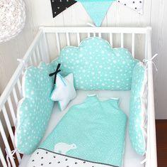 Tour de lit bébé, nuages, fille ou garçon, 3 grands coussins à petites étoiles, vert d'eau ou celadon